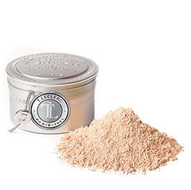 This Canelle Loose powder has an extremely light texture subtly and naturally matifies and evens out the complexion: your skin breathes all day long!